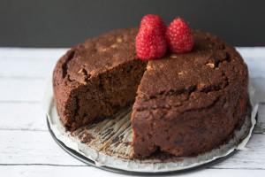 čokoladna-mandljeva-tortica-z-cottage-sirom2
