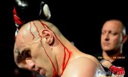 Cave Romane Fight Night-Spektakel v kamnolomu
